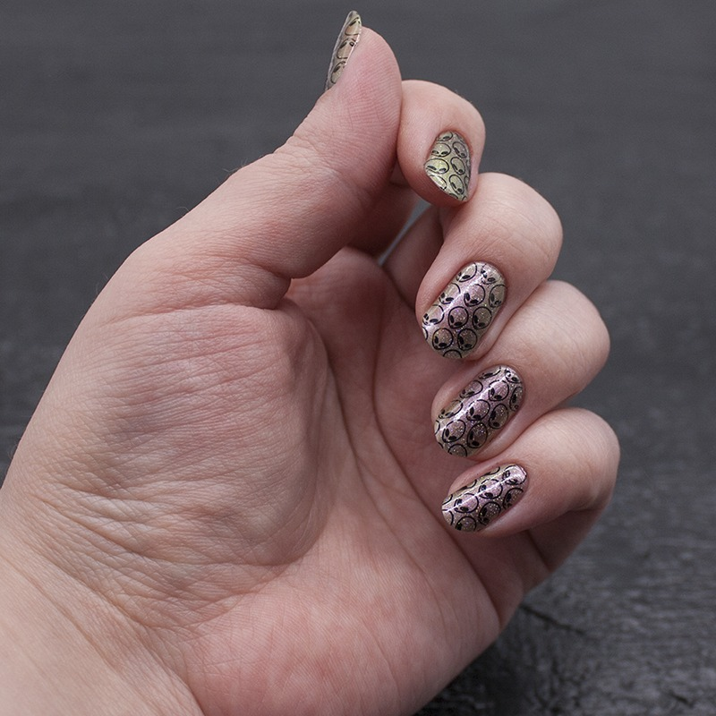 Инопланетный стемпинг - misa - shields up!, orly - prisma gloss silver, konad - black, moyou london - tumblr girl 08