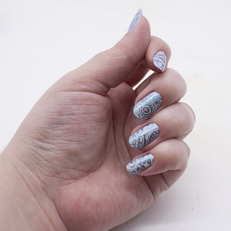 Зимний стемпинг - sally hansen - blue frosting, konad - white, moyou london - doodles 03